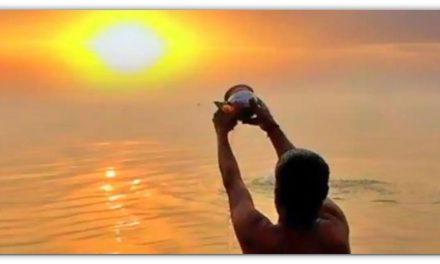 हररोज सूर्य को चढ़ाते वक्त इन तीन अक्षर वाले चमत्कारी मंत्रों का जाप करें, हर कार्य होंगे पूर्ण