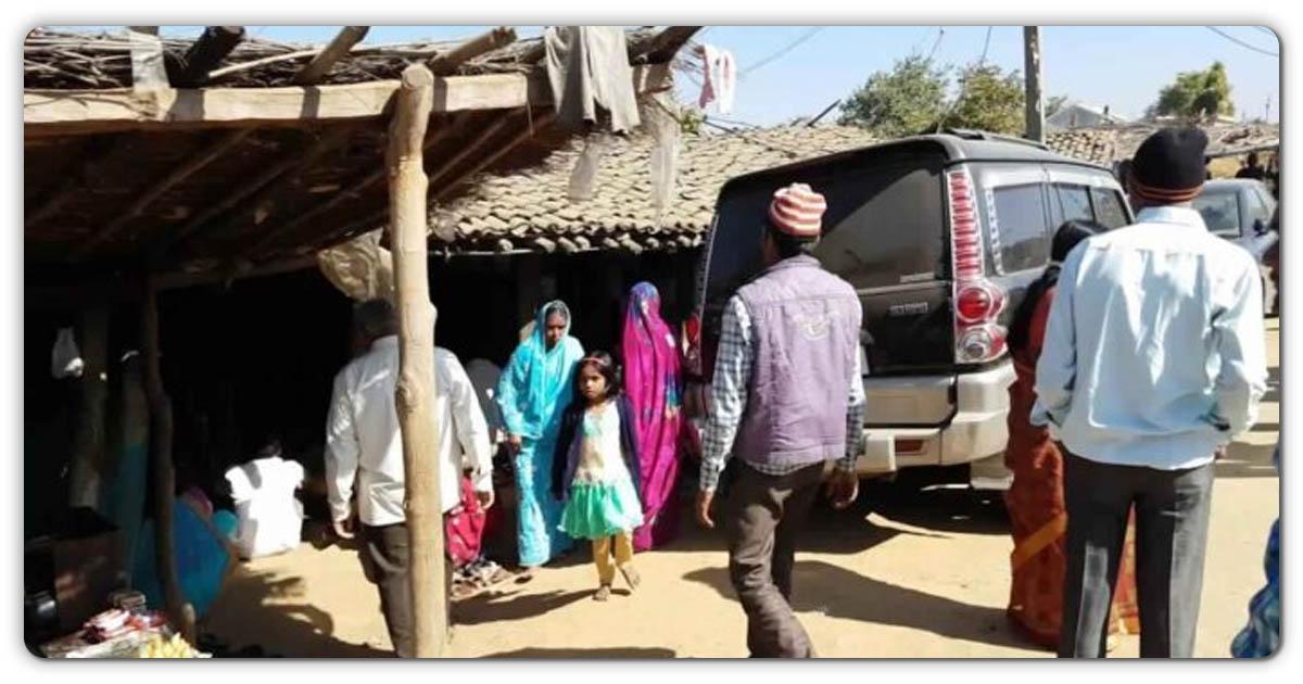 इस छोटे से गांव में कैंसर का मुफ्त इलाज किया जाता है, देश विदेश से हजारों पीड़ित इस चमत्कारी दवा को लेने आते हैं। जानिए इनके बारेमे