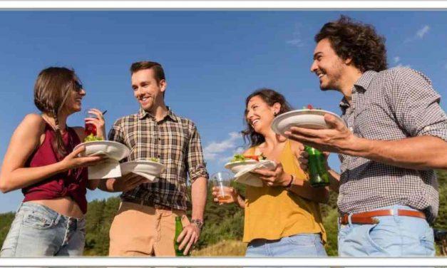खड़े होकर खाना खाने से होता है ये नुकसान, सेहत के लिए है खतरनाक